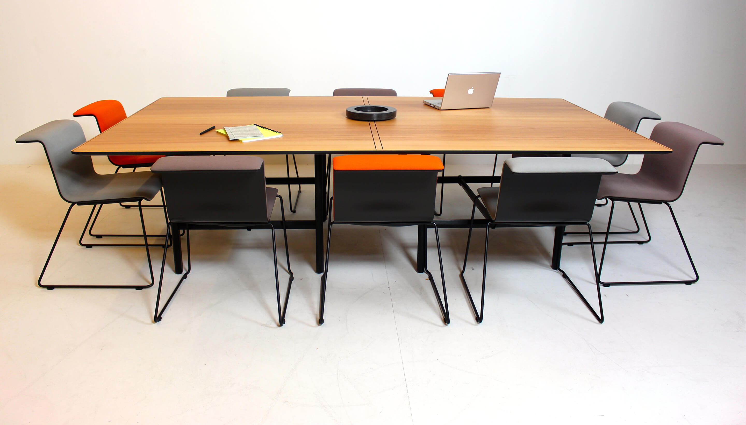 Bulo Dan | Meeting table | Individual