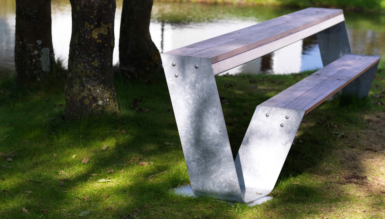 Extremis Hopper Bench