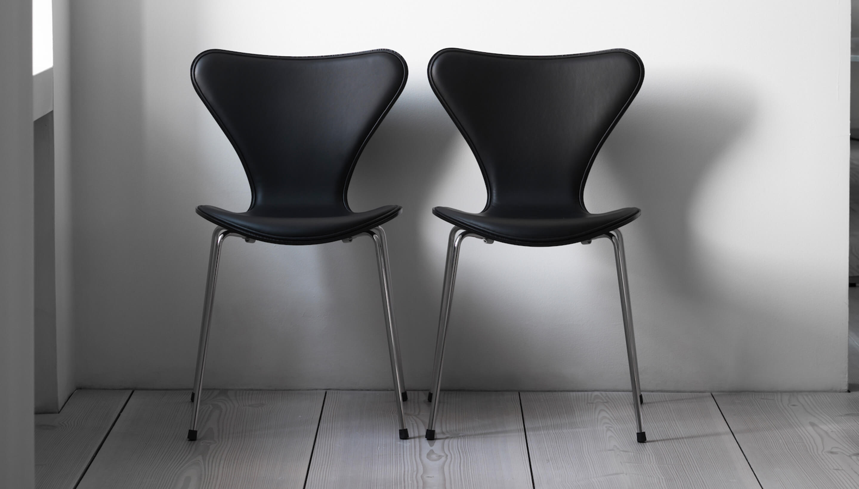 Fritz Hansen Series 7 | 3107 | Front upholstery | Coloured ash