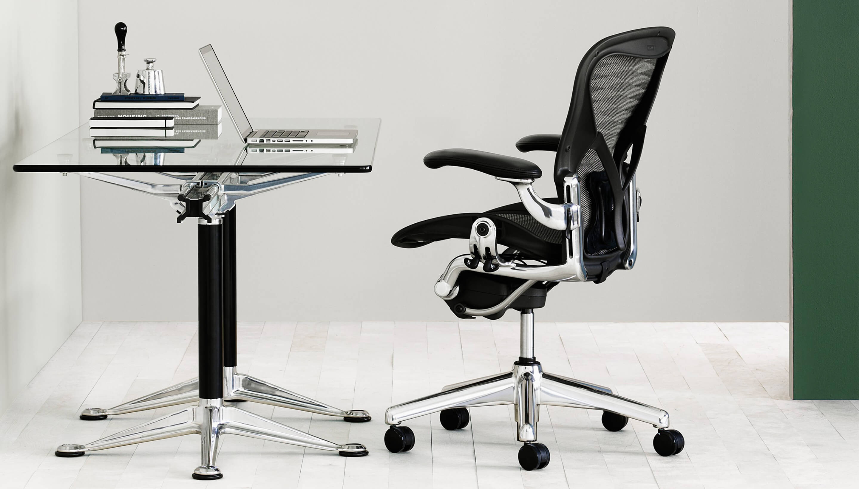 herman miller aeron chair classic