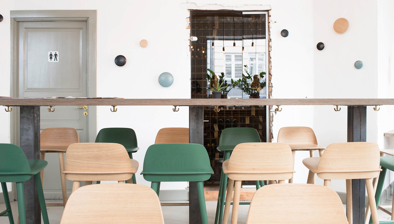Muuto Nerd Stoel : Muuto nerd bar stool barkruk workbrands