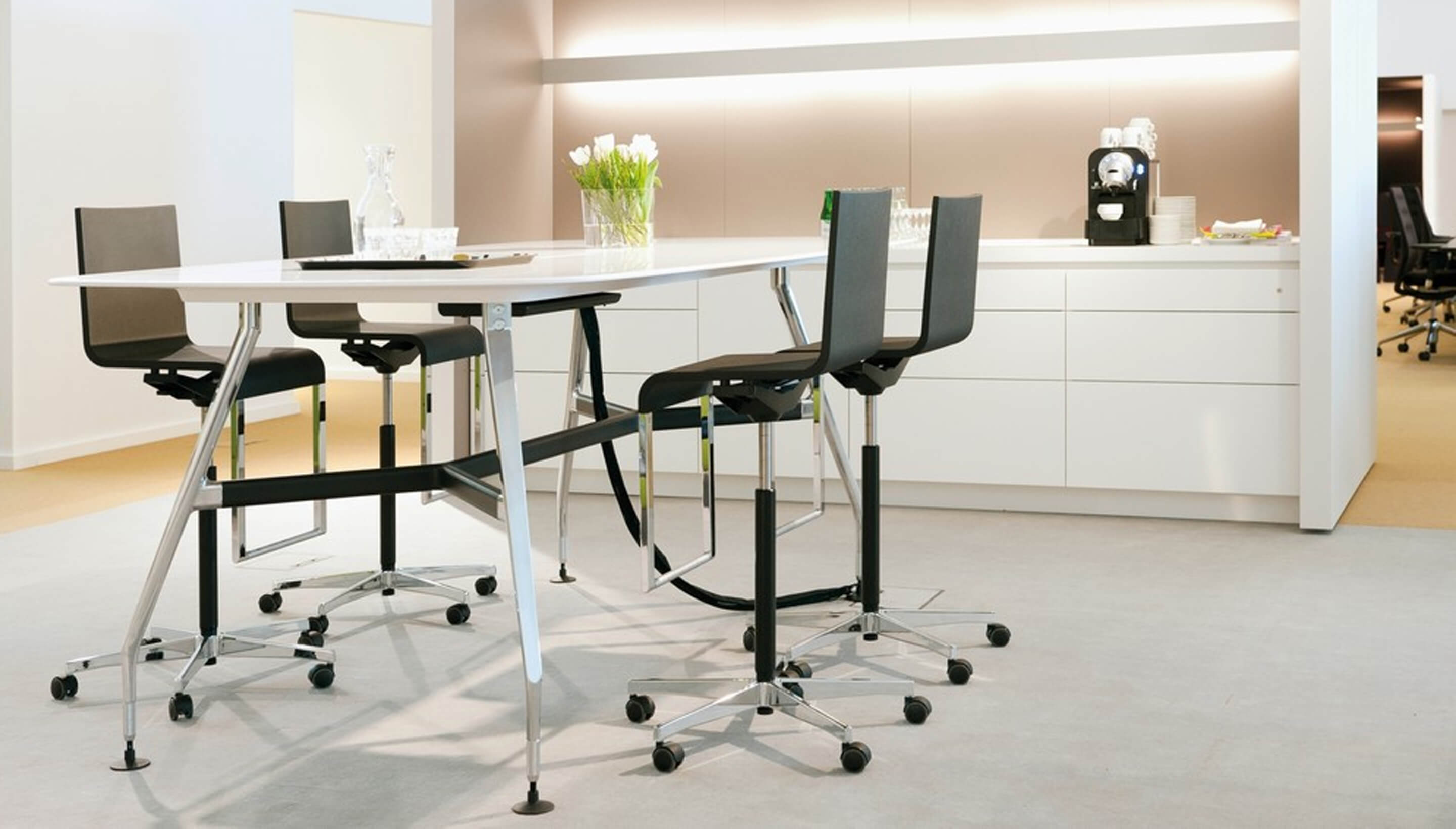 vitra vitra ad hoc solitaires high meeting table workbrands. Black Bedroom Furniture Sets. Home Design Ideas