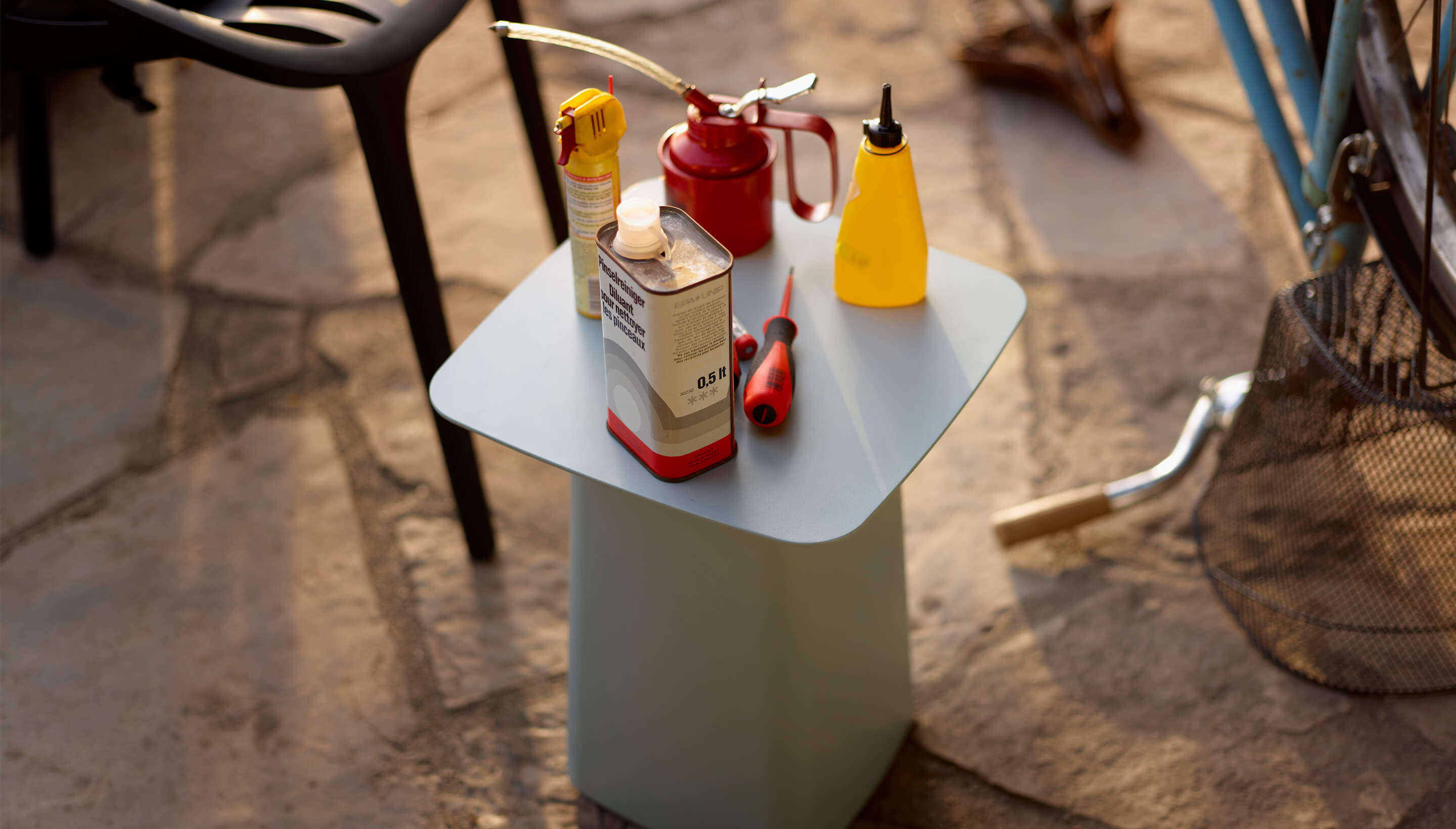 Vitra Metal Side Tables | outdoor