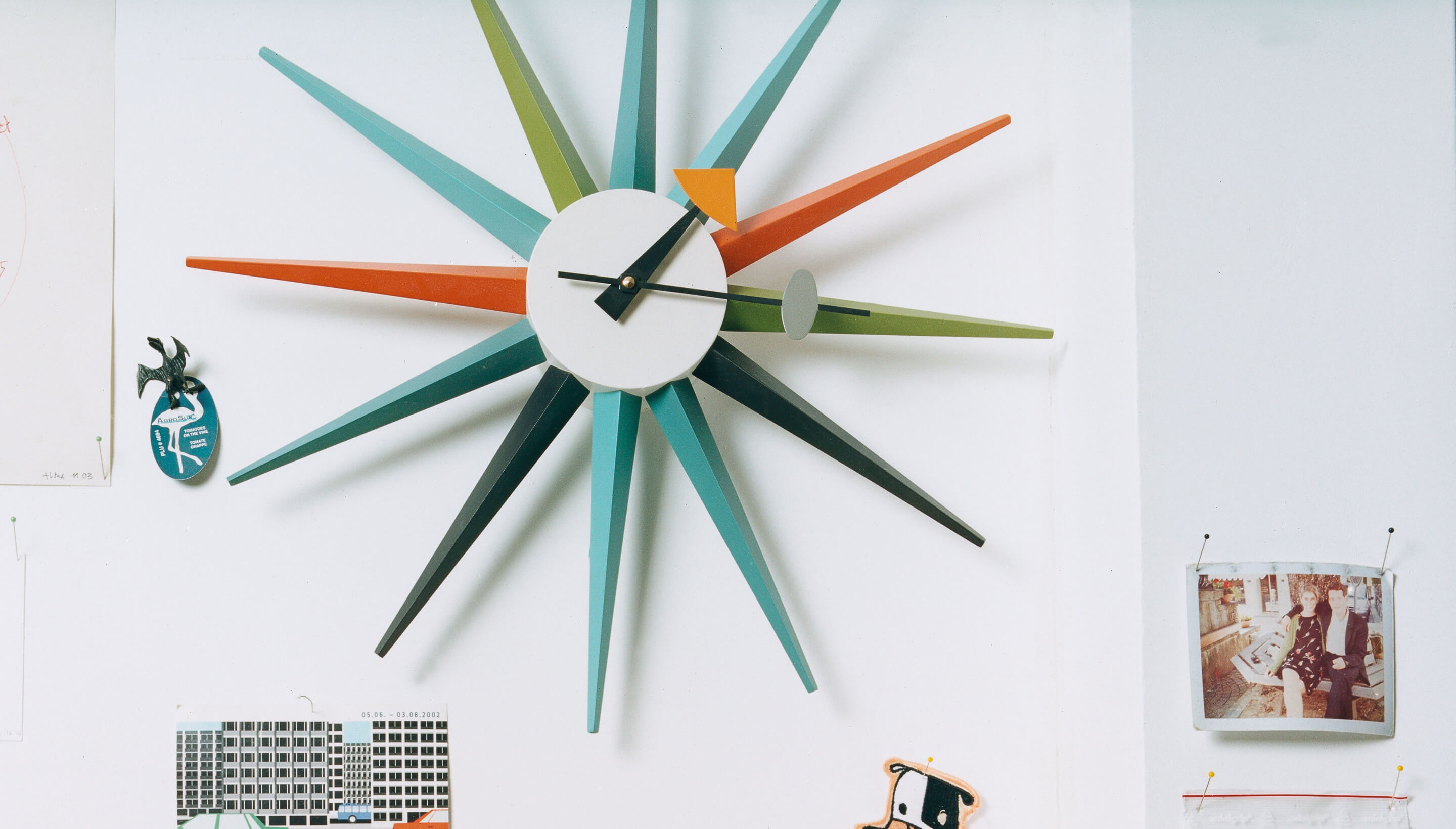 vitra vitra wall clocks sunburst clock workbrands. Black Bedroom Furniture Sets. Home Design Ideas